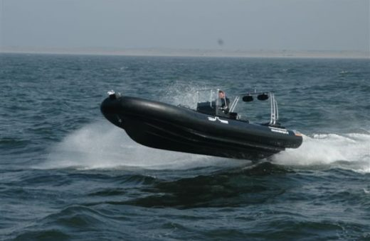 Powerboat sailing in Scheveningen